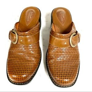 CLARKS ARTISAN COLLECTION Brown Leather Mules Sz 8